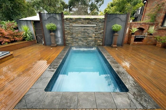 herrliches-ambiente-schöner-pool-auf-der-terrasse