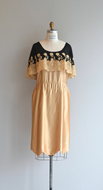 herrliches-elegantes-kleid-20er-jahre-mode