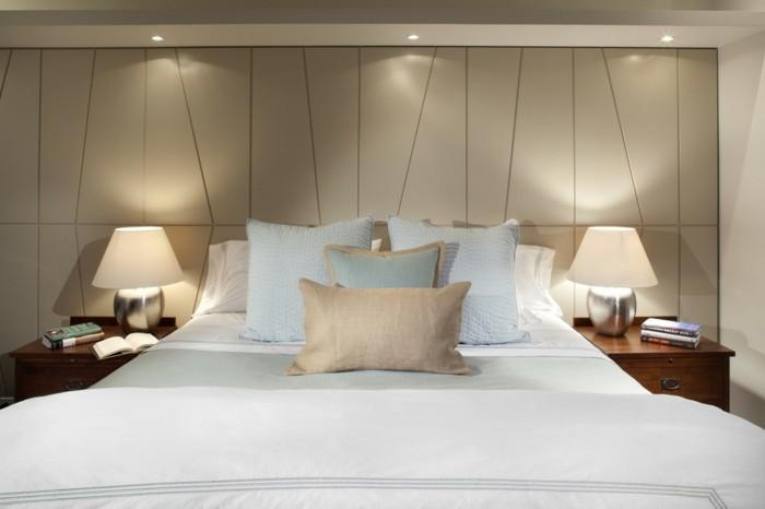 innovatives-schlafzimmer-mit-tollen-deckenleuchten