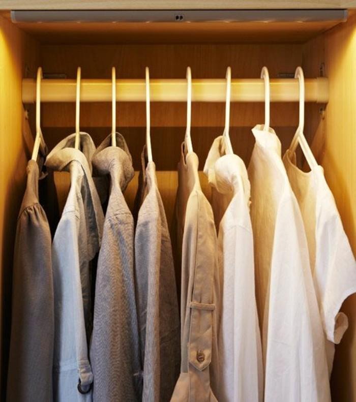 integrierte-beleuchtung-im-kleiderschrank-im-schlafzimmer