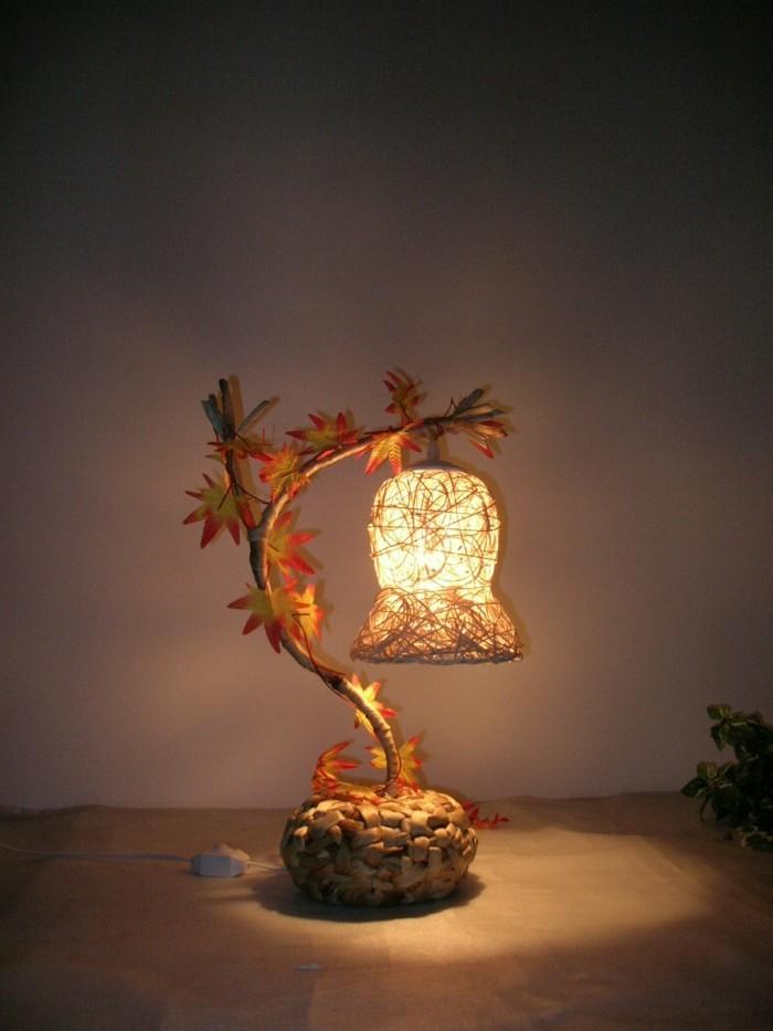interessante-nachttischlampe-als-dekoration-im-schlafzimmer