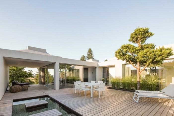 interessante-terrassengestaltung-ideen-weiße-minimalistische-architektur