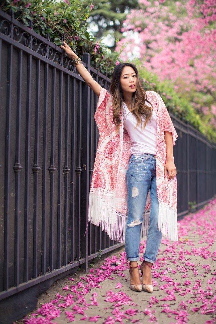 interessantes-Modell-Kimono-Jacke-mit-Fransen