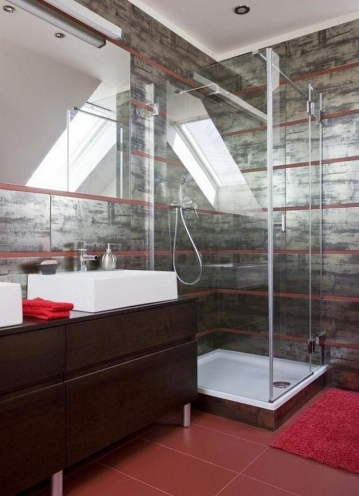 interessantes-badezimmer-mit-kreativer-duschwand-aus-glas