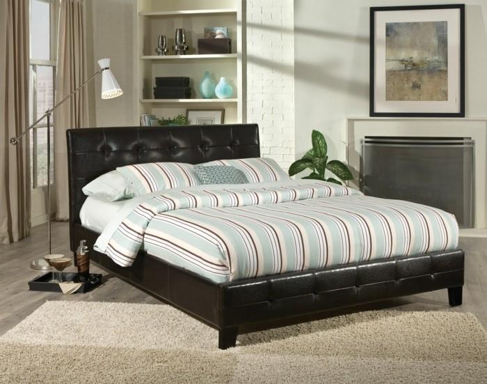 interessantes-schlafzimmer-mit-einem-sehr-schönen-bett-mit-stauraum
