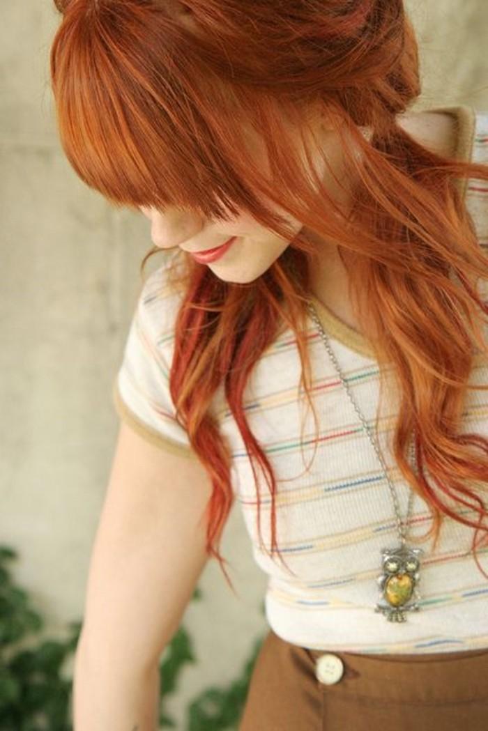junges-Mädchen-mit-naturaler-Haarfarbe