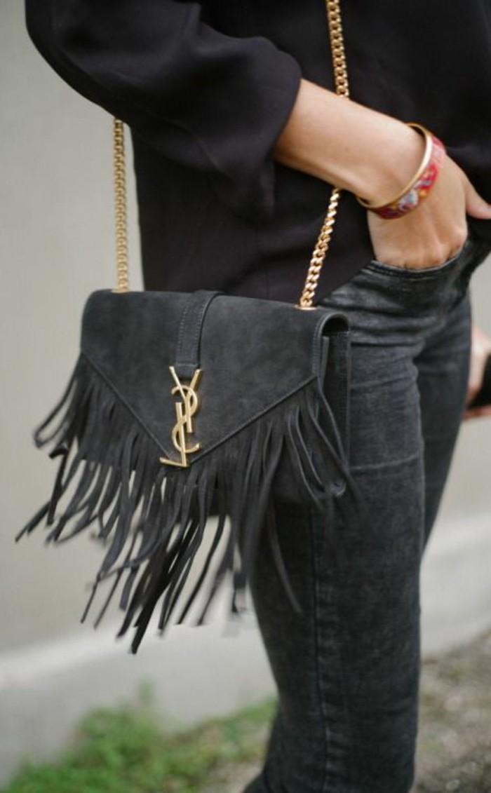 kleine-Handtasche-aus-Samt-von-Yves-Saint-Lauren