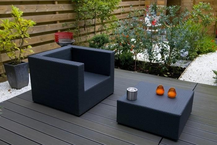kleine-terrassengestaltung-modernes-design-schwarze-möbel