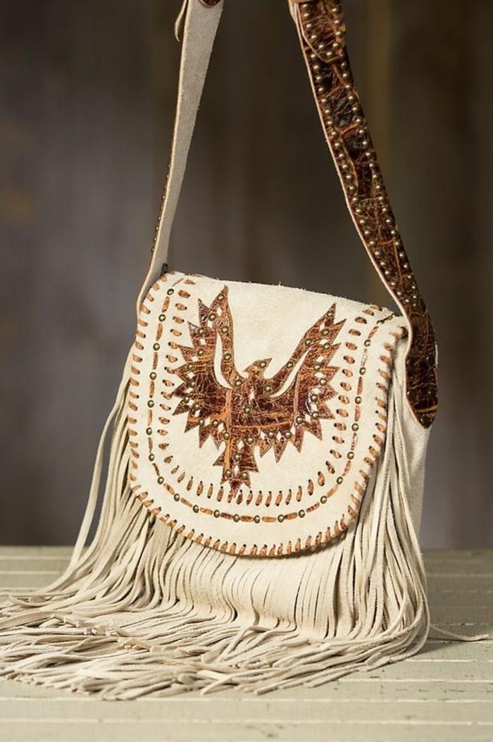 kleine-weiße-Tasche-mit-Dekoration
