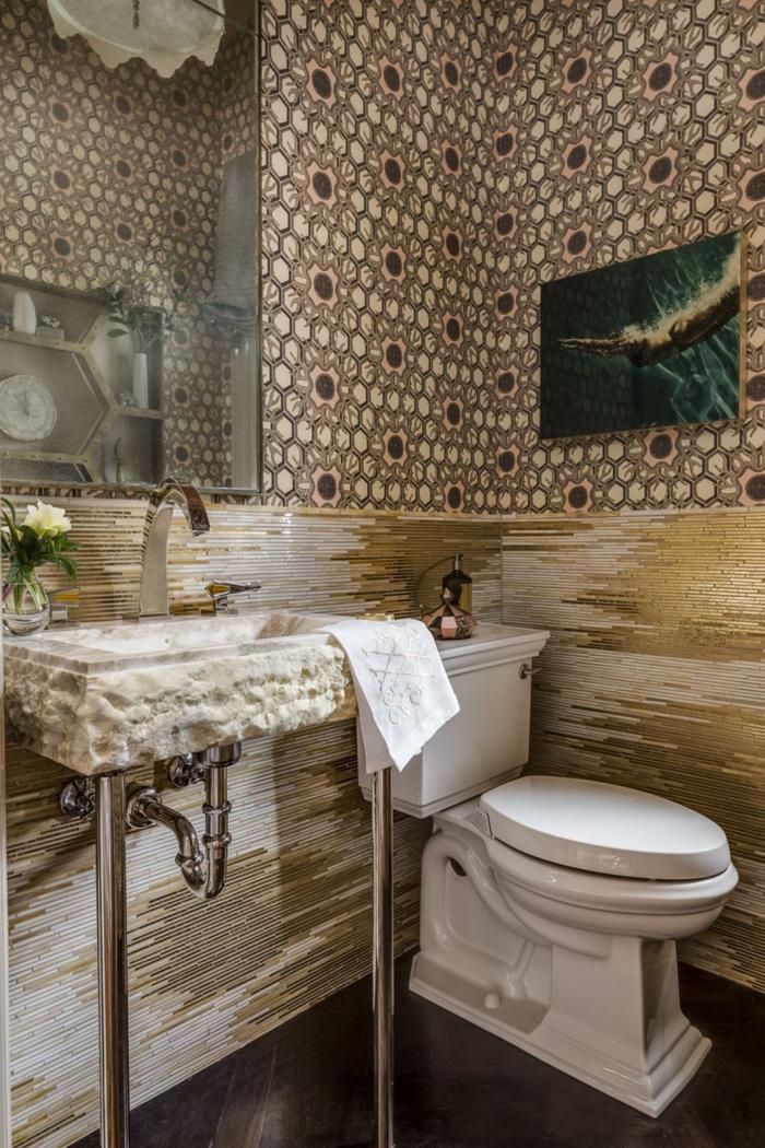 kleines-modell-badezimmer-elegante-waschtischplatte-großer-spiegel