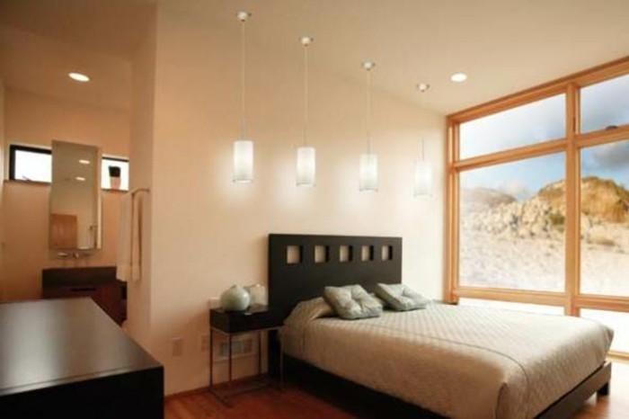 kleines-modernes-schlafzimmer-mit-deckenleuchten