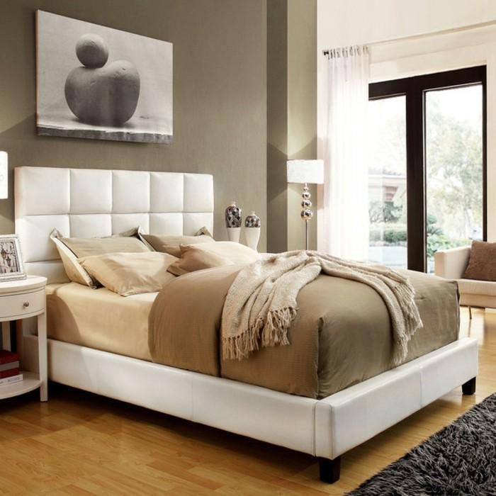 kleines-schlafzimmer-beige-farbe-bettkasten-für-polsterbett