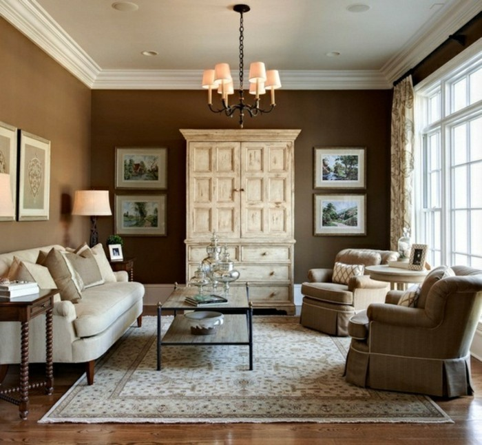 wohnzimmer beige braun:Braunes Sofa als Akzent