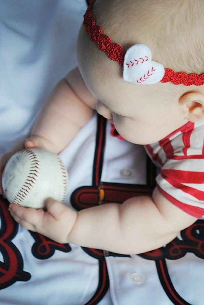 kokettes-Band-für-Babys-inspiriert-vom-Baseball
