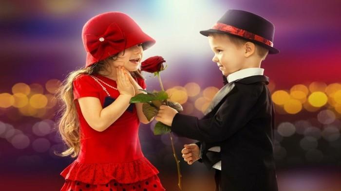 kostenlose-bilder-valentinstag-kleines-mädchen-und-kleiner-junge-romantisches-foto