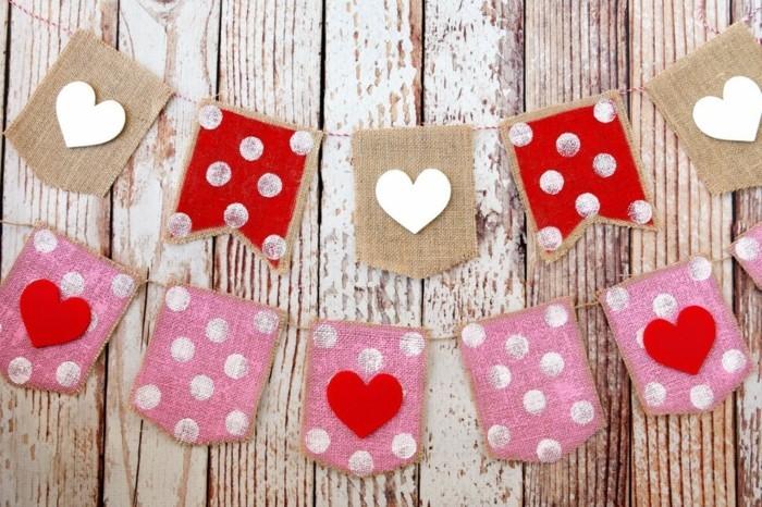kostenlose-bilder-valentinstag-wunderschöne-hängende-herzen