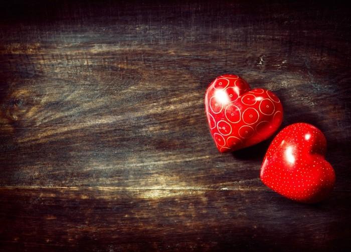 kostenlose-bilder-valentinstag-zwei-glänzende-rote-herzen