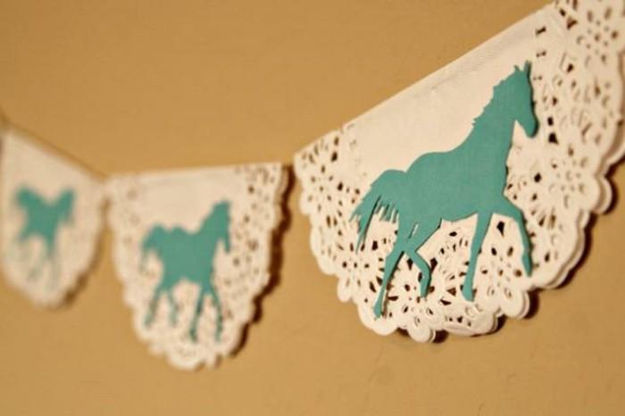 kreative-gestaltung-bastelideen-aus-papier-girlanden-mit-interessanten-motiven