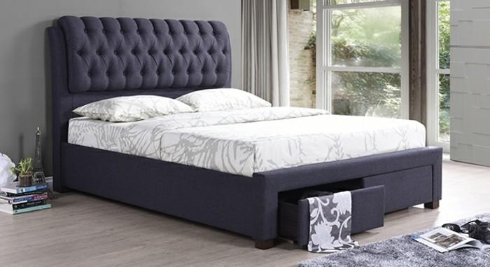 kreatives-modell-schlafzimmer-weiße-bettwäsche-polsterbetten-mit-bettkasten