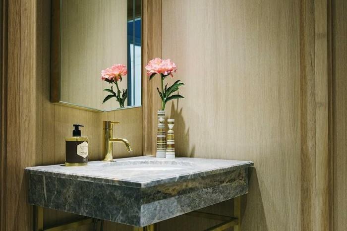 kreatives-modell-waschtischplatte-kleines-badezimmer