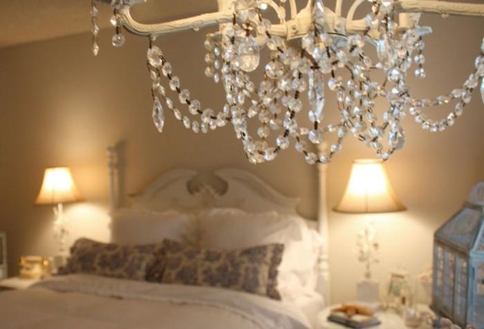 kronleuchter-aus-kristall-wundervolle-gestaltung-von-schlafzimmer