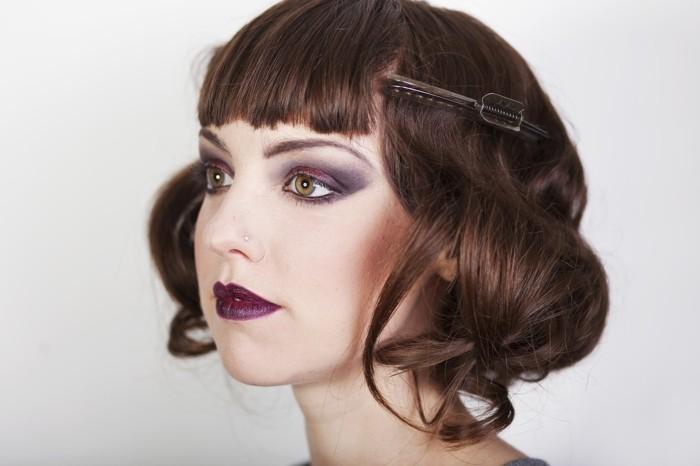 kurze-schöne-haare-20er-jahre-style-rote-lippen