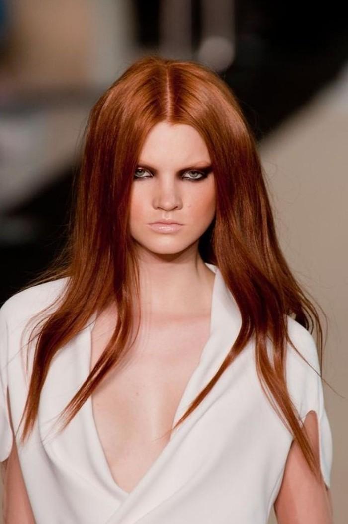 lange-glatte-Harre-in-trendiger-Haarfarbe-Kupfer