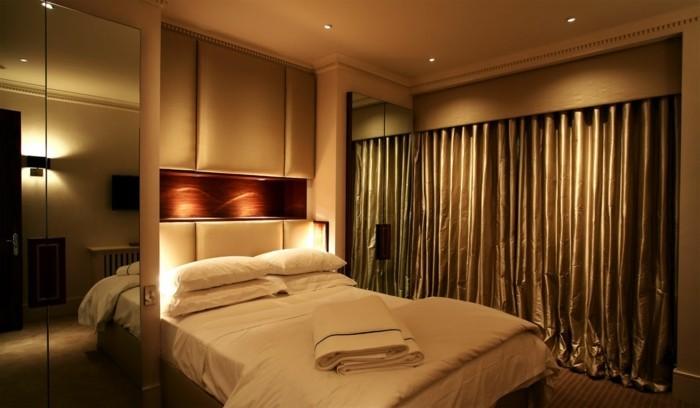 led-beleuchtung-im-super-modernen-schlafzimmer-herrliche-gardinen