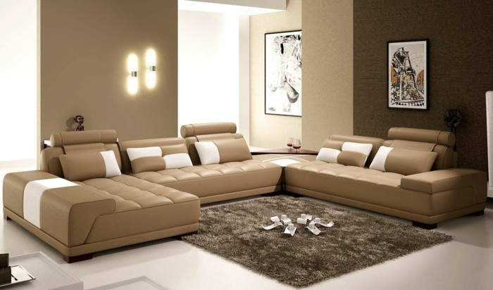 taupe wohnzimmer:modernes design sofa – beige wände und taupe farbe – weicher teppich
