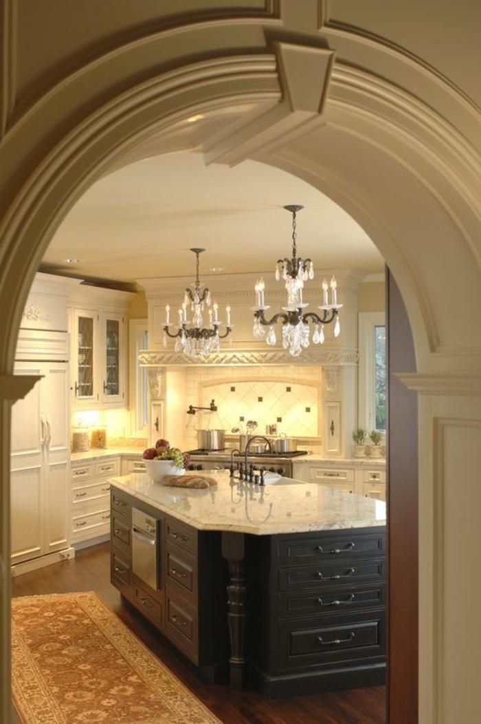 marmor-arbeitsplatte-und-küchenbeleuchtung