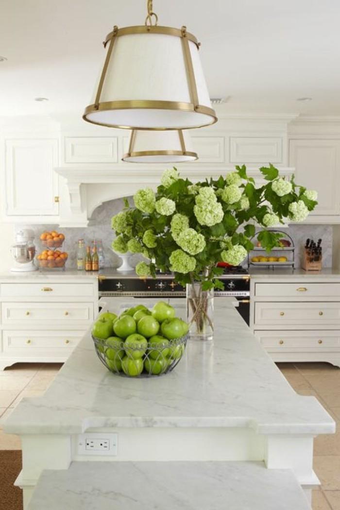 marmor-platte-grüne-äpfel