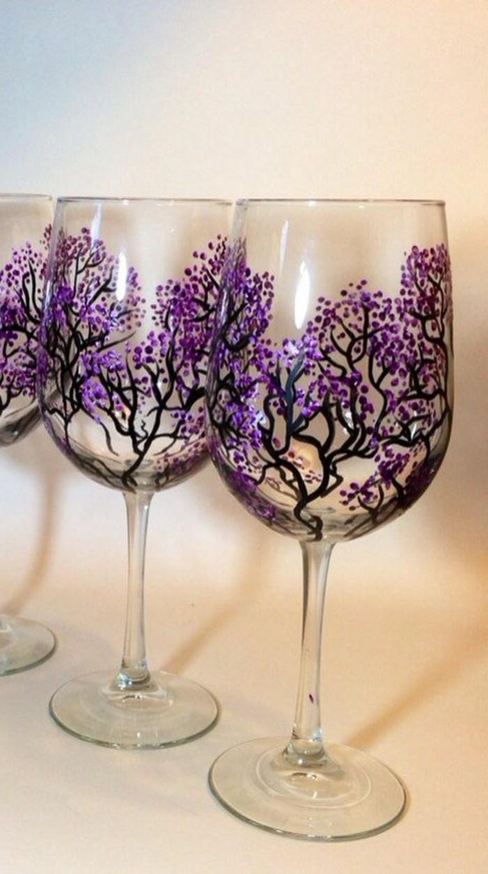 meisterhaft-bemalte-Weingläser-Kirschblüten-Dekoration