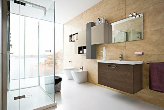 modernes badezimmer mit schöner duschkabine und tollen badmöbeln