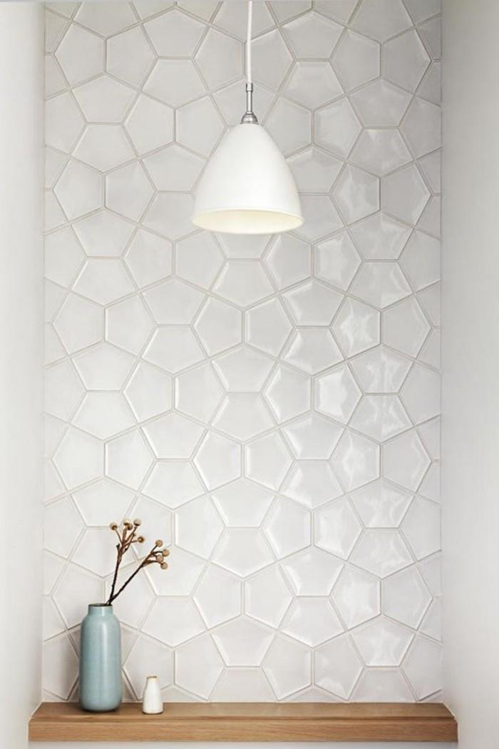 moderne-Wohnung-in-Kalifornien-stilvolle-weiße-Fliesen