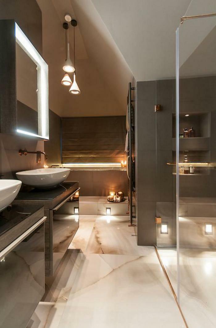 moderne-badezimmer-mit-marmor-bodenbelag
