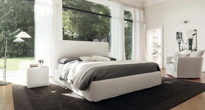 moderne-gestaltung-polsterbett-mit-bettkasten-große-gläserne-wände