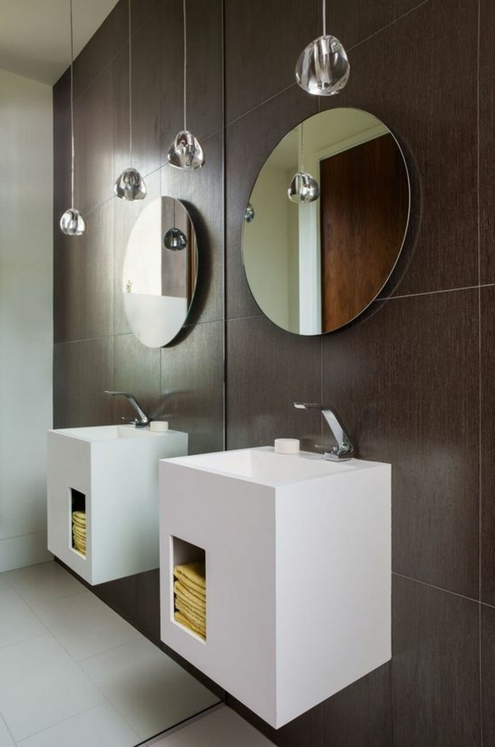 moderne-und-schöne-waschtischplatten-zwei-runde-spiegel-braune-wand
