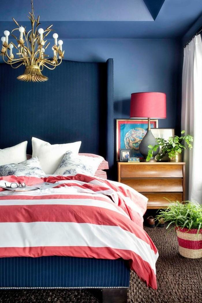 modernes-Schlafzimmer-für-ruhigen-Schlaf-rote-Nachttischlampe
