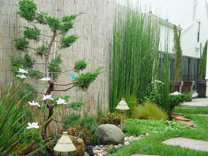 modernes-design-terrasse-grüne-umgebung-herrliche-ausstattung