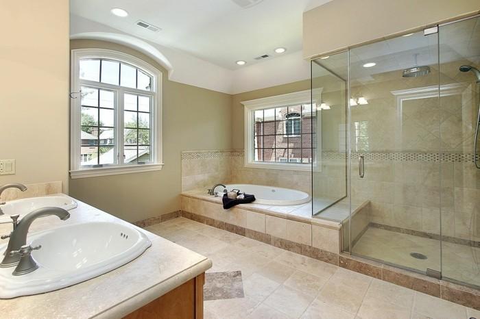 Dusche Glaswand Mit Bild : dusche mit glaswand im effektvollen badezimmer mit vielen fenstern