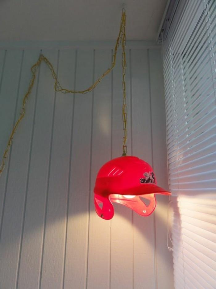 originelle-Idee-für-Lampe-in-der-Form-von-Baseball-Helm