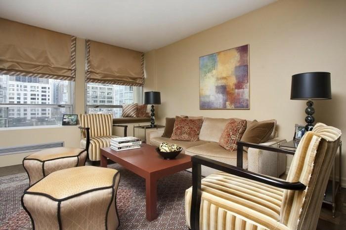 wohnzimmer braun beige: sofa in beige nuancen – kleines schickes wohnzimmer einrichten