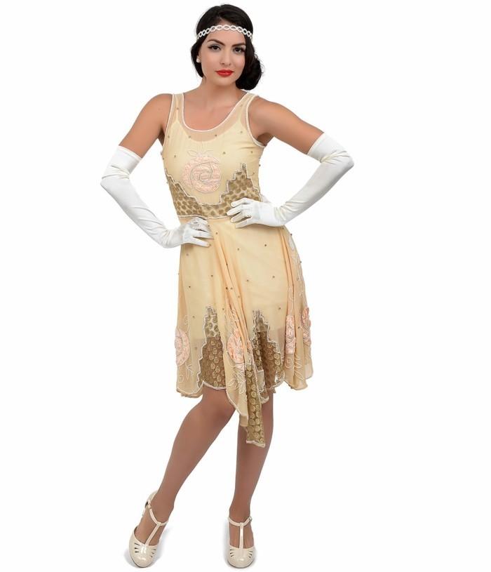 originelles-kleid-aus-der-20er-mode-schöne-frau