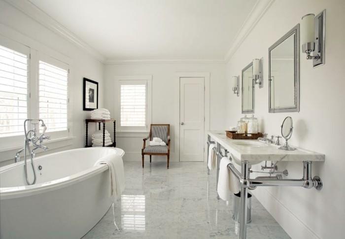 originelles-modell-badezimmer-weiße-waschbecken-moderne-badewanne