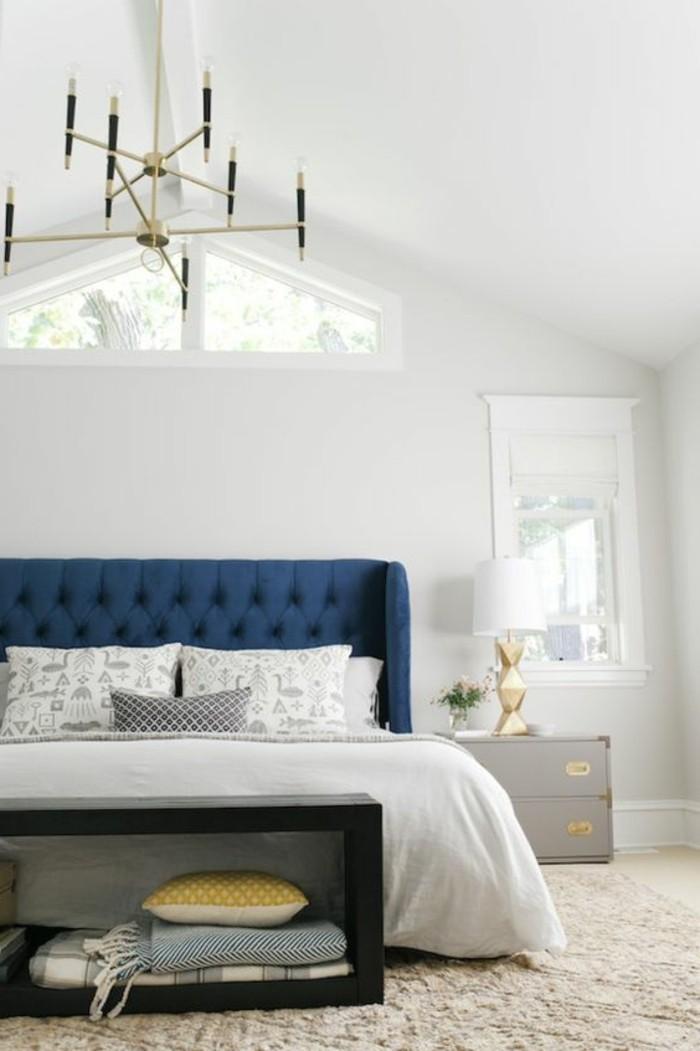 polsterbett-mit-bettkasten-elegantes-schlafzimmer-mit-einem-schönen-kronleuchter