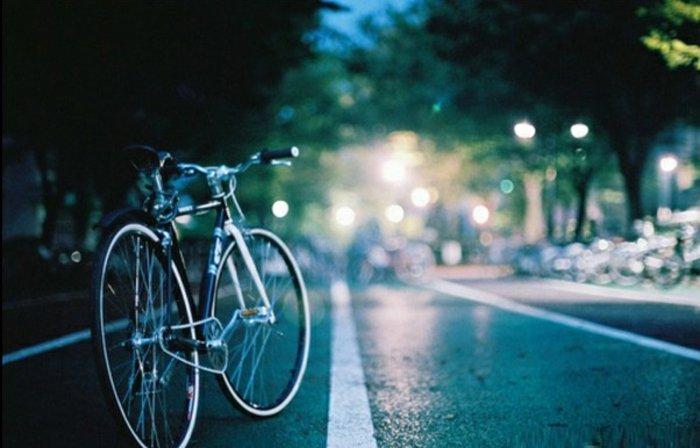 retro-Fahrrad-Straße-Stadt-Abend
