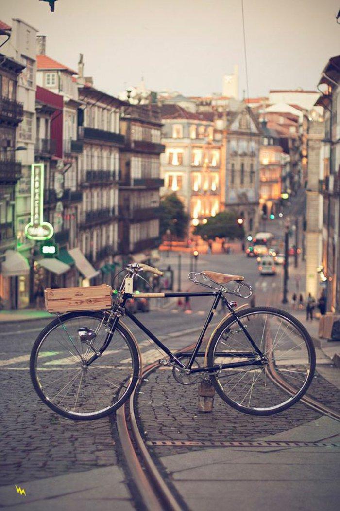 retro-Fahrrad-mit-Kasten-statt-Korb