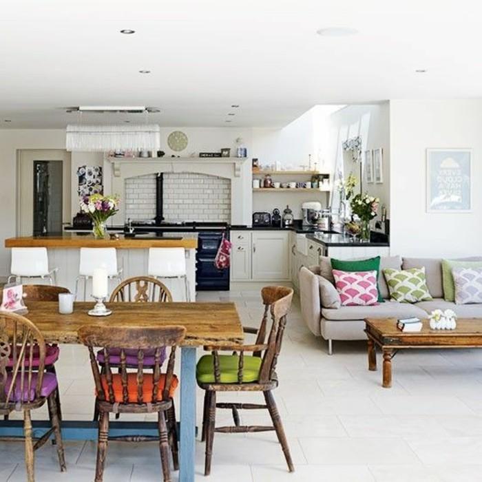 retro-Küchenstühle-und-Esstisch-aus-Holz