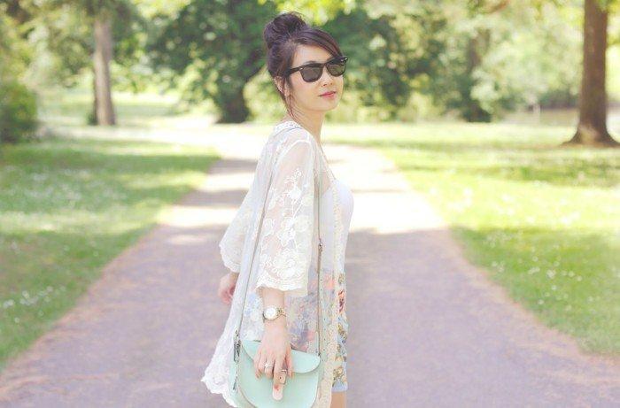 romantisches-Modell-Kimono-mit-Spitze