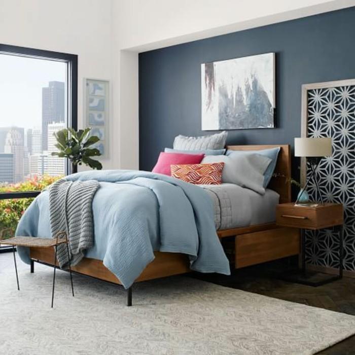 romantisches-schlafzimmer-mit-eine-bequemen-polsterbett-mit-bettkasten